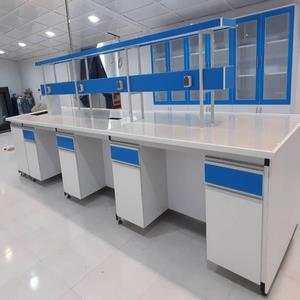سکوی وسط آزمایشگاه